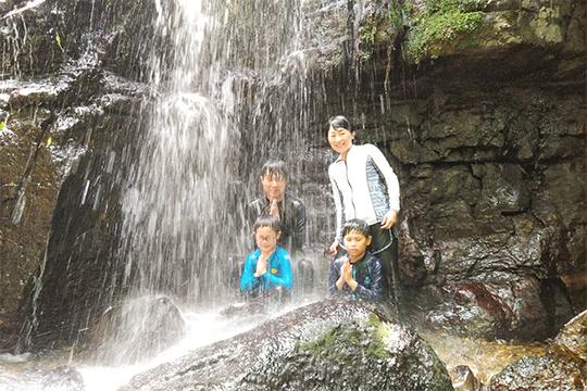 吹き通川のマングロ滝あそび(島あそび あーりおーる)