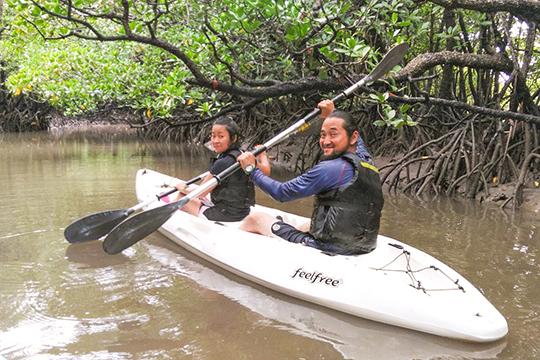 吹き通川のマングローブカヌー(島あそび あーりおーる)
