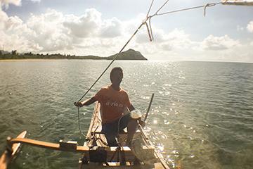 あーりおーる帆かけサバニ操舵風景