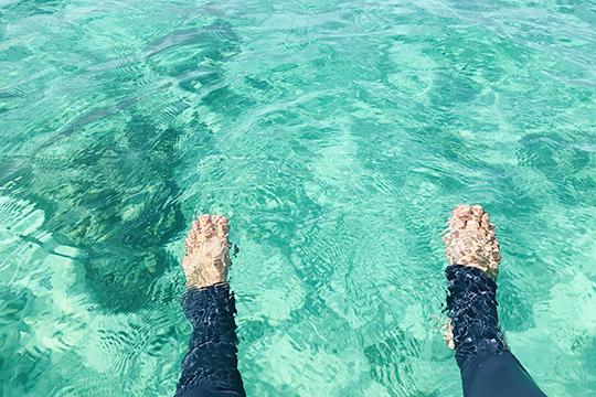 石垣の透明な海