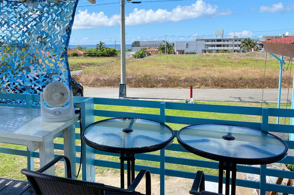 あーりおーるカフェの海の見えるテラス席
